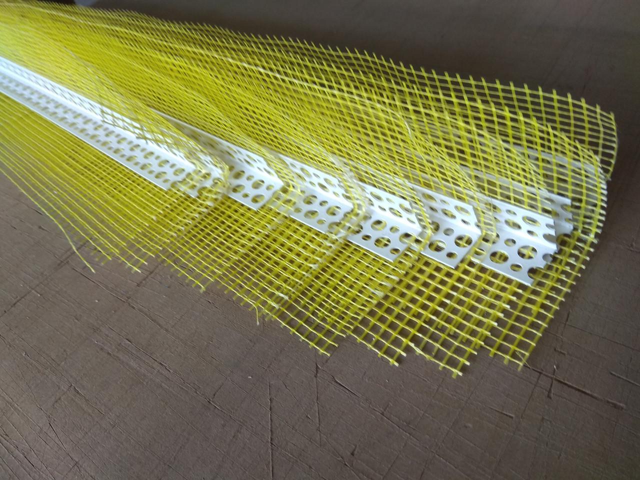 Кутник пластиковий Економ з жовтою сіткою110г 70*70 2500мм